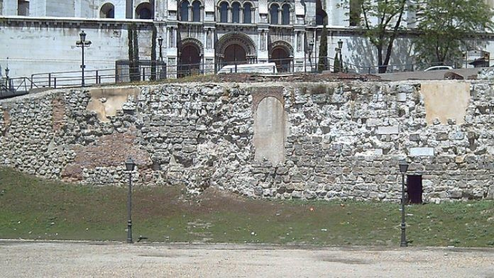 Fragmento de la muralla árabe de Madrid